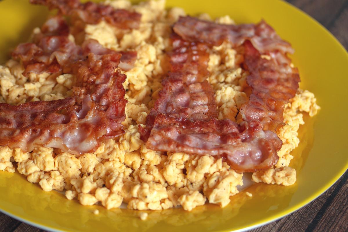 seriesly Delicious: Walters Geburtstagsfrühstück - Rührei mit Bacon