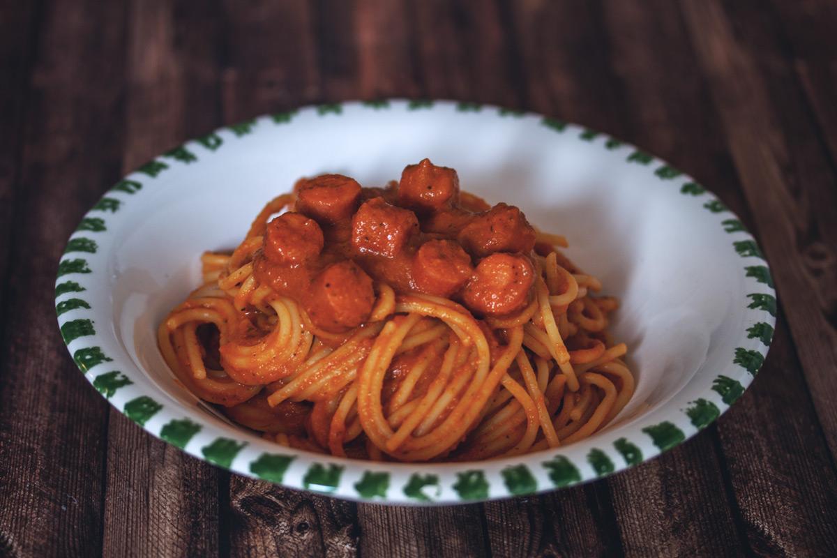 Rezept: Spaghetti mit Tomatensoße und Hotdog-Würstchen inspiriert von The Big Bang Theory