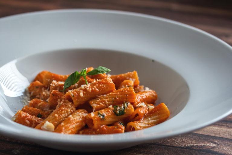 Rezept Klassiker: Pasta al Pomodoro - Meine Speedy Tomatensauce mit Nudeln