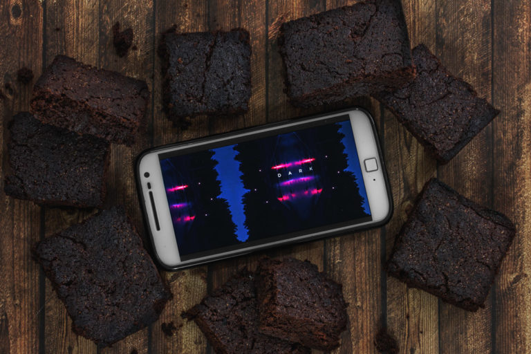 "Rezept: Fudgy Dark Chocolate Brownies - Binge-Watching Snack für ""DARK"""
