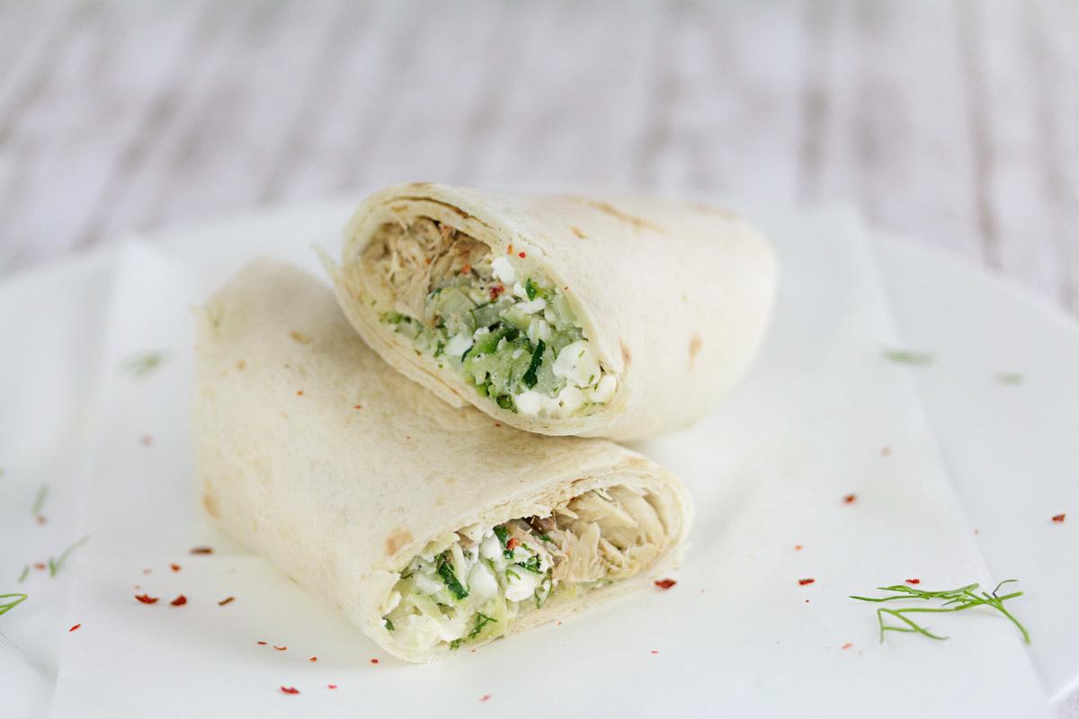 Wraps mit Zucchini, Hüttenkäse und Makrele