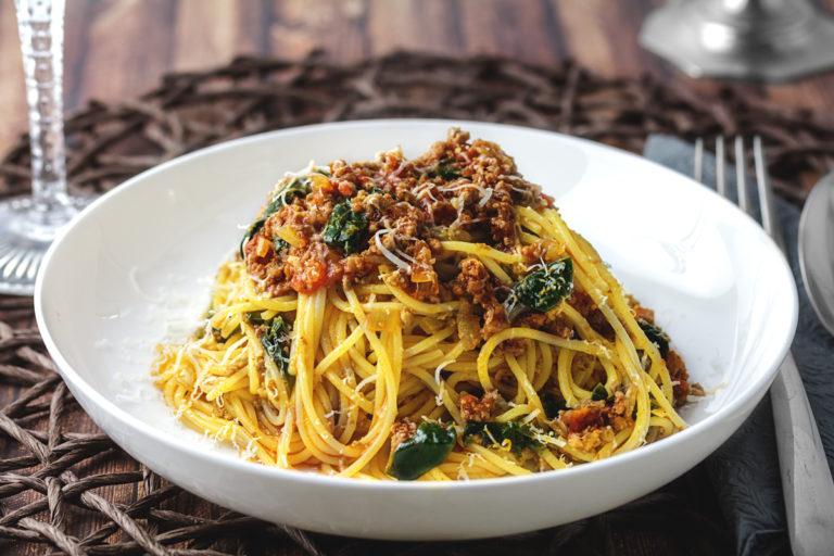 Rezept: Spaghetti in Tomaten-Hackfleisch Soße mit Spinat und Fenchelsamen