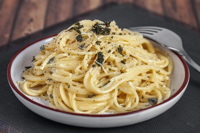 Spaghetti mit Salbei-Butter-Zitronen-Soße