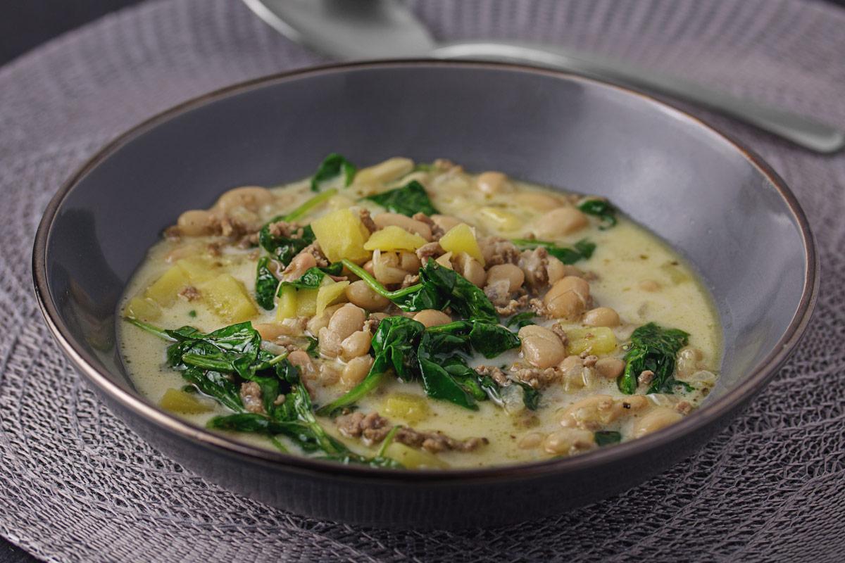Weisse Bohnen Suppe mit Hackfleisch, Kartoffeln und Spinat