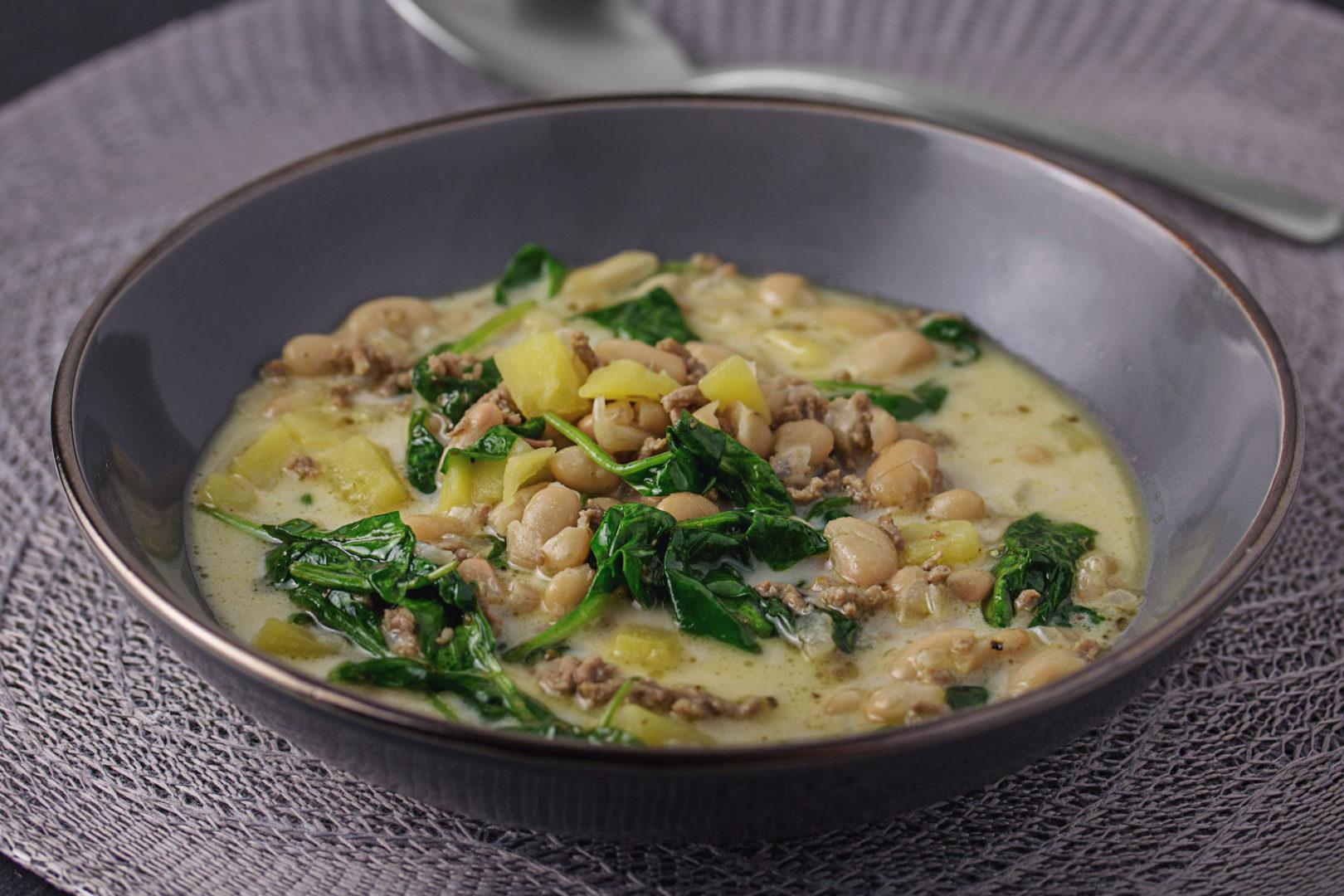 Weiße Bohnensuppe mit Hackfleisch, Kartoffeln und Spinat