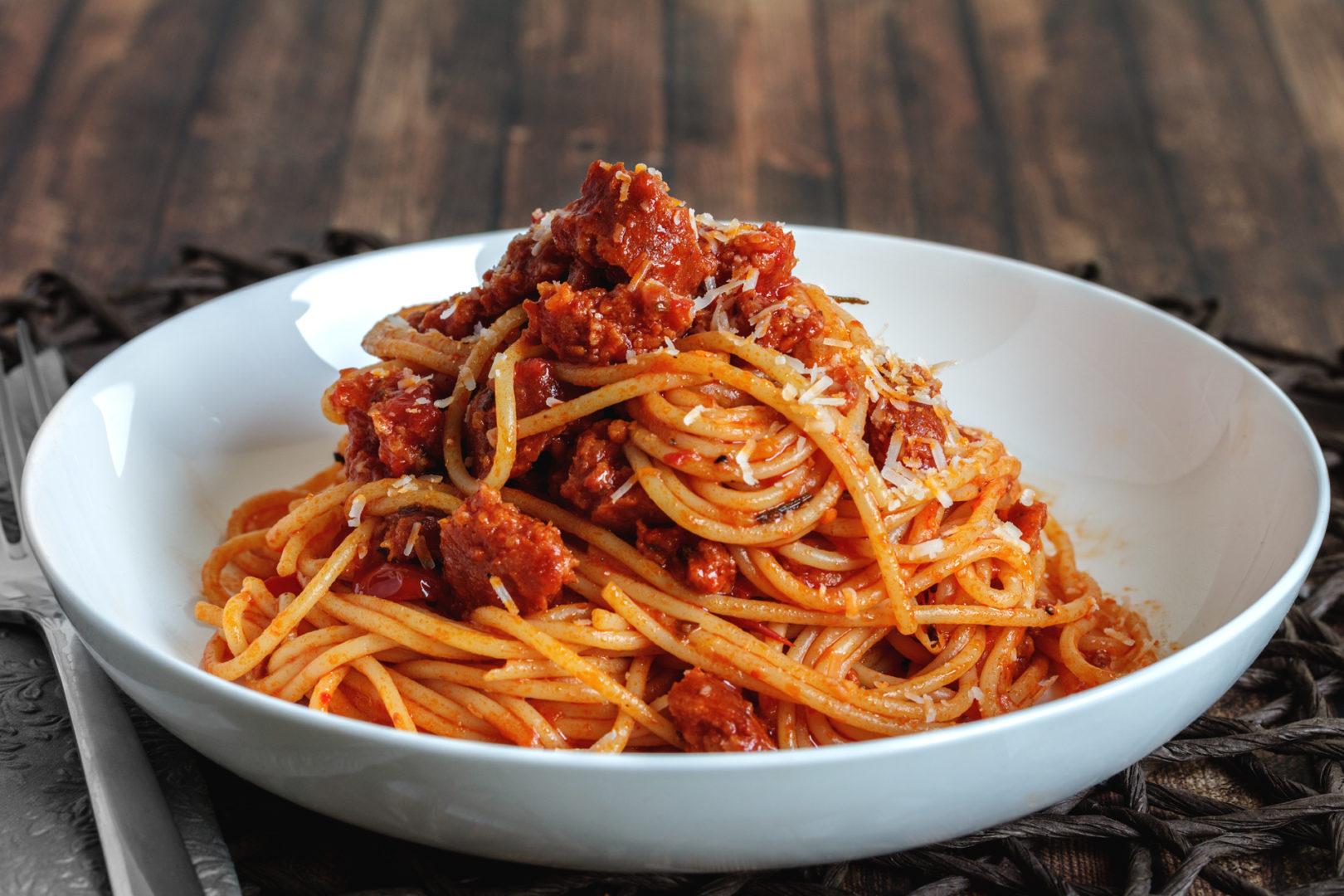 Spaghetti Bolognese von der Chorizo mit Rosmarin und Parmesan
