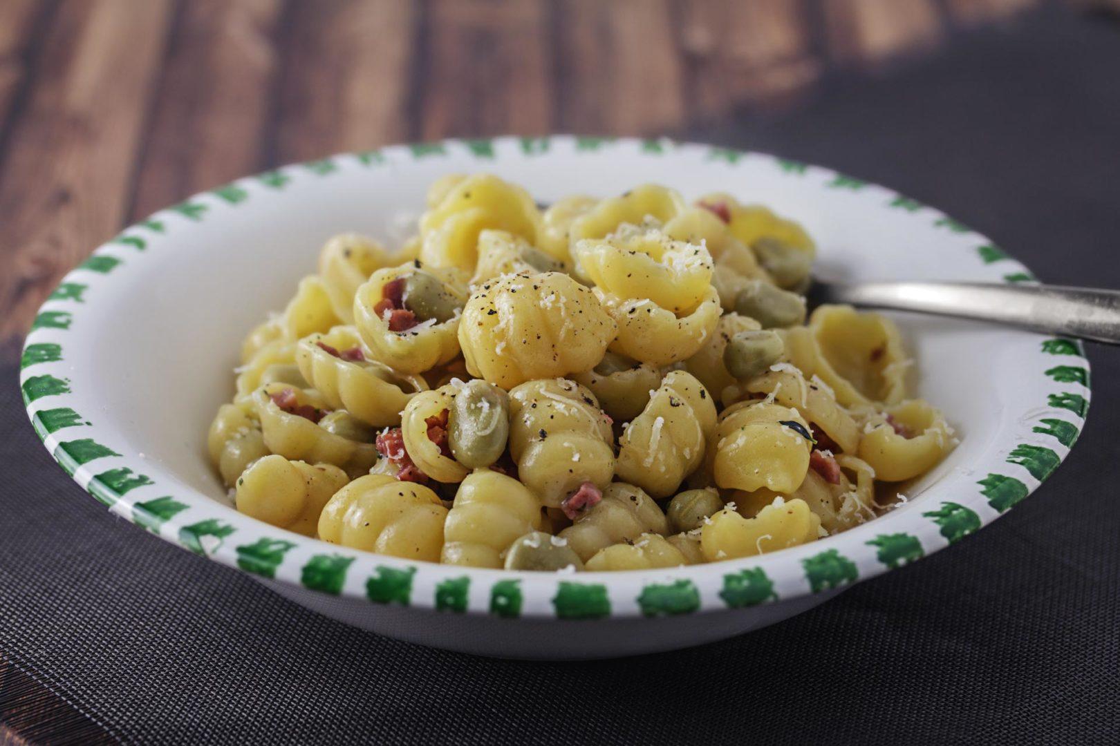 Pasta mit dicken Bohnen und Katenschinken an Honig-Senf-Soße